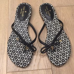 Kate spade black and white bow flip flop size 8.5